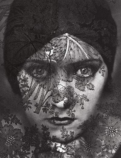 Gloria Swanson, Stechen, Image from Smithsonian.com