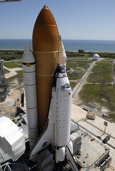 I don't see any tires. Space Shuttle Endeavour on launch pad 39A prior to mission STS-127, May 31, 2009. Image from wiki.