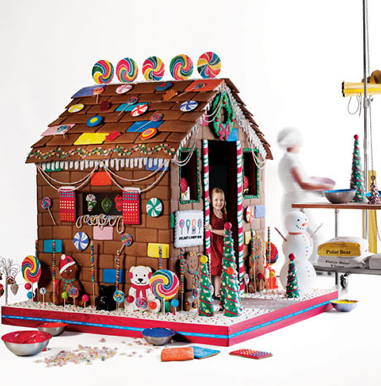 Edible-Gingerbread-Playhouse-1
